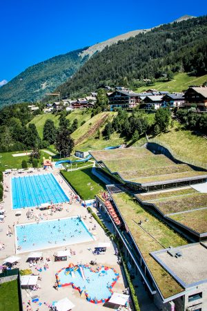 The superb swimming pool complex in Morzine